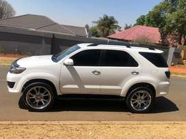 2014 Toyota fortuner 2.5-4D RB A/T