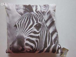 новые декоративные подушки с наволочками размером 40х40см