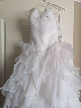 Never been worn wedding dress for sale in soweto