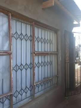 1 room to rent in phase3 bloemfontein..safe yard