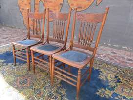 SET OF 3 COLONIAL DAISY BACK SPINDLE CHAIRS.