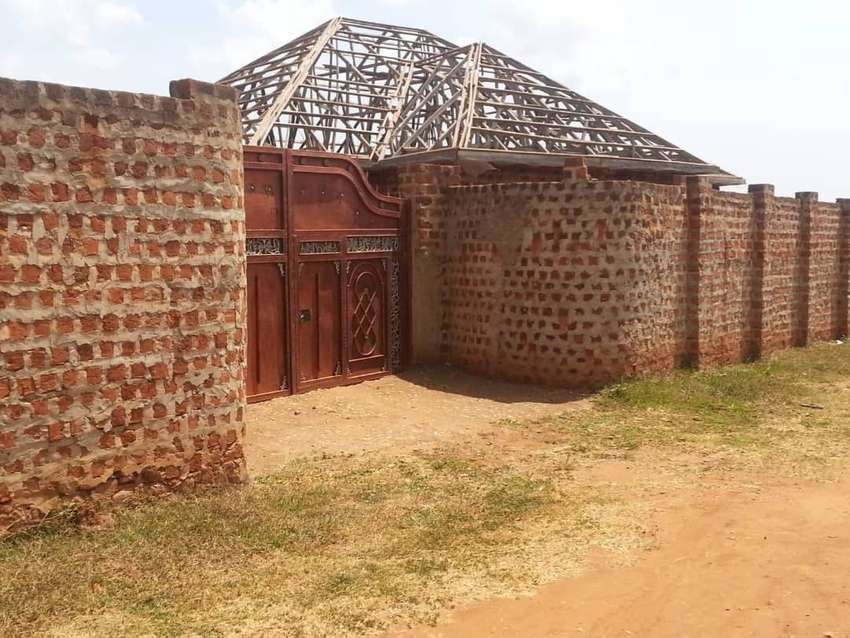 On sale::4bedrooms shell house in WAMPEWO-KASANGATI side with wall fen 0