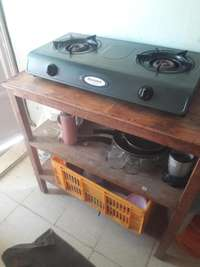 Gas cooker + Kitchen table 0