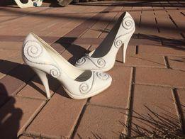 Свадебные туфли белые 36 р в отличном состоянии