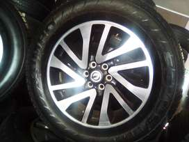 18 inch Nissan Navara/ Pathfinder set of mags with used tyres for R550