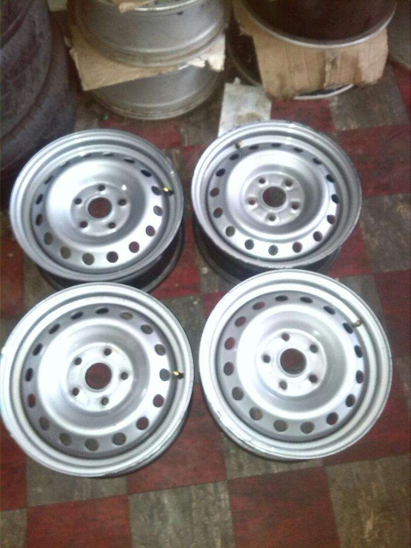 """15"""" Toyota rims and tyres 0"""