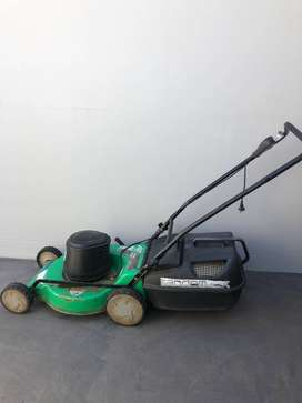 Aerovac Lawnmover and Trimtech Edgetrimmer