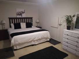 MAGNIFICENT FULLY FURNISHED COTTAGE TO RENT - CLARENDON
