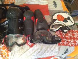 Motobike goggles and knee pads