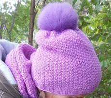Продам вязанный комплект сиреневого цвета шапка с меховым бубоном и сн