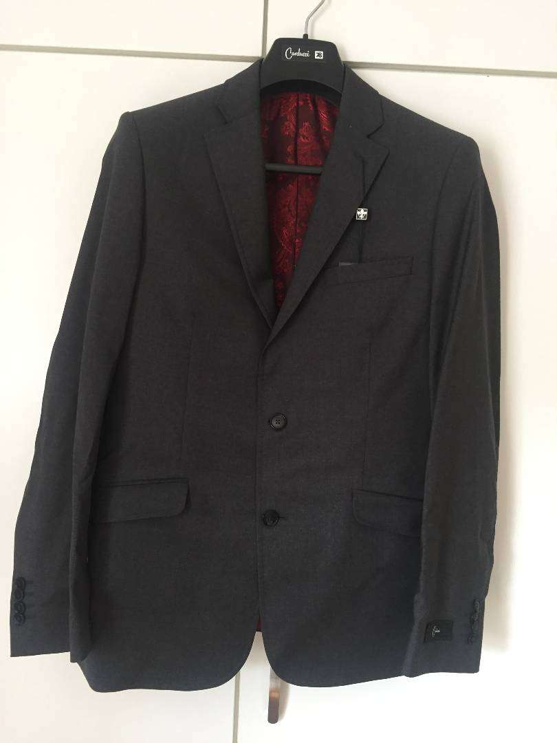 Brand new Carducci (100% wool) suit 0