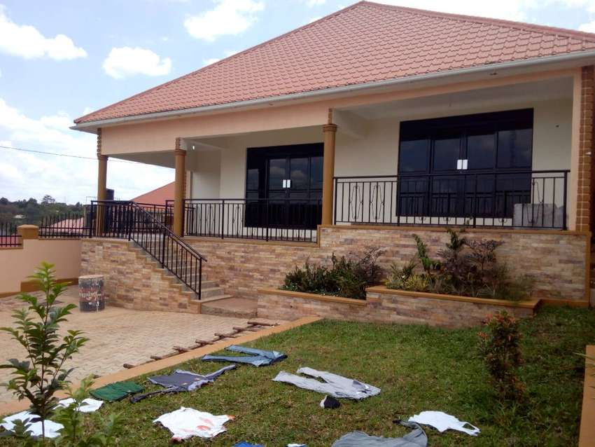 kira new three bedroom standalone house for rent at 900k 0