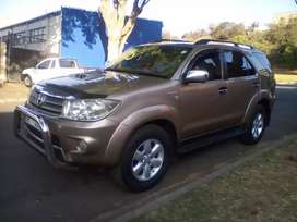 2010 TOYOTA FORTUNER 4X4, MANUAL, LEATHER INTERIOR, ENGINE 3.0D4D