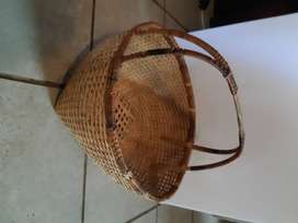 Woven carry basket