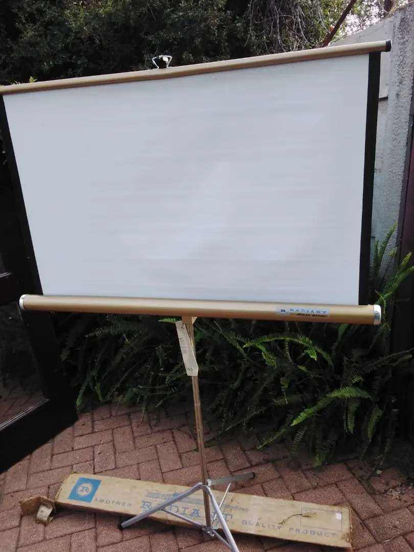 Old Radiant Meteor Projector screen
