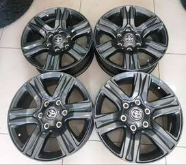 17inch Black Toyota Hilux/Fortuner mags set