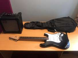 Fender Squire (Black and White) + Roland Cube-15XL + Extras