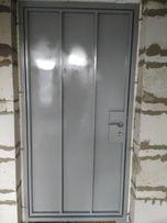 Двери металлические входные из металла 2мм тамбур, решетки, под заказ