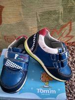 Детские кроссовки, 22 размер