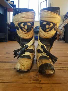 Motocross boots not in a good state
