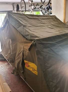 Easy awn rooftop tent