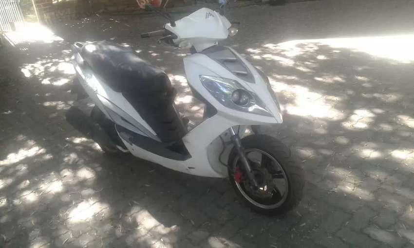 Motomia 170cc scooter 0