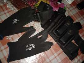 Leg holster with Mag pouches nd tactical gloves at give away price.