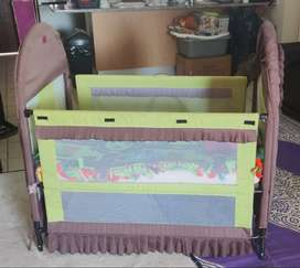 Baby cot / bed