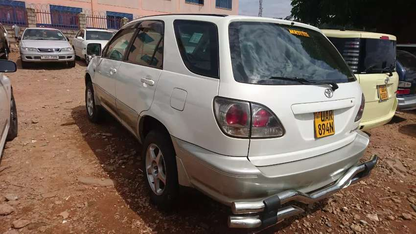 Toyota Harrier 2000 model 2400cc 0