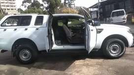 FORD RANGER CLUB CAB 2.2 SIX SPEED IN EXCELLENT CONDITION