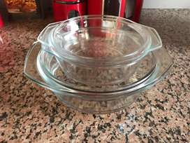 2x Casserole dishes; 2 Glass oven dishes