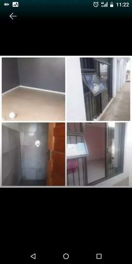 Room to rent in ebony 3 with an outside shower