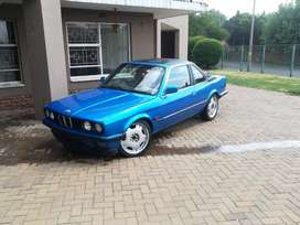 Hi selling this bmw for R75,000 bmw 323i negotiable inbox me