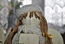 Aniołek z drewna litego