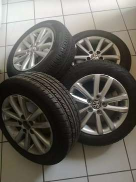 Four  14 inches Polo vivo mags wheels for sale still like new