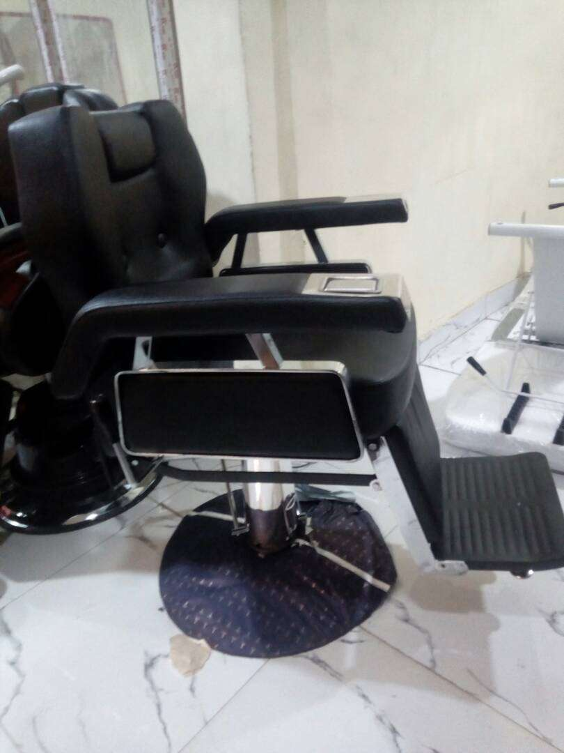 Unique barbers chair 0