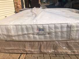 Queen forty winks base and mattress set