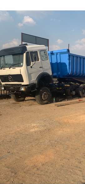 Mercedes v series  with 30 cube tipper trailer