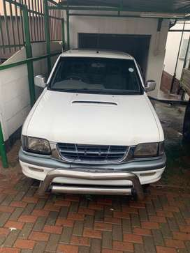 Single white long wheel base Isuzu kb300tdlx backie