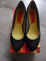 Продам женские туфли на низком каблучке