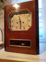 Часы антиквариат с маятником и боем Янтарь