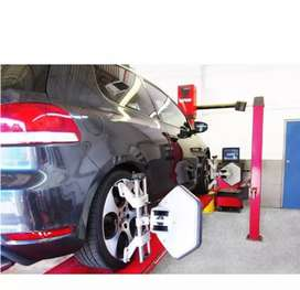 Wheel alignment and tyre fitment person
