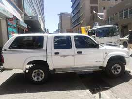Toyota Hilux 2.7 petrol model 2001 for SELL