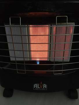 ALVA GAS HEATER IN Excellent Condition Almost New Including 2,-- 5.1Kg