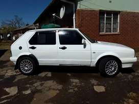 Golf 1.4 year 2005 white in colour