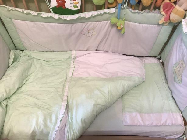 Бортики в дитяче ліжечко постільна білизна