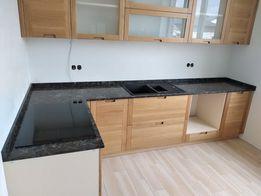 Кухонная столешница из кварцита , мрамора и гранита.