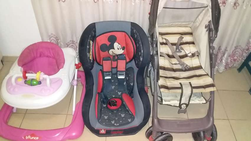 Selling a Bounce walking wring,Bounce walking wring and a car seat. 0