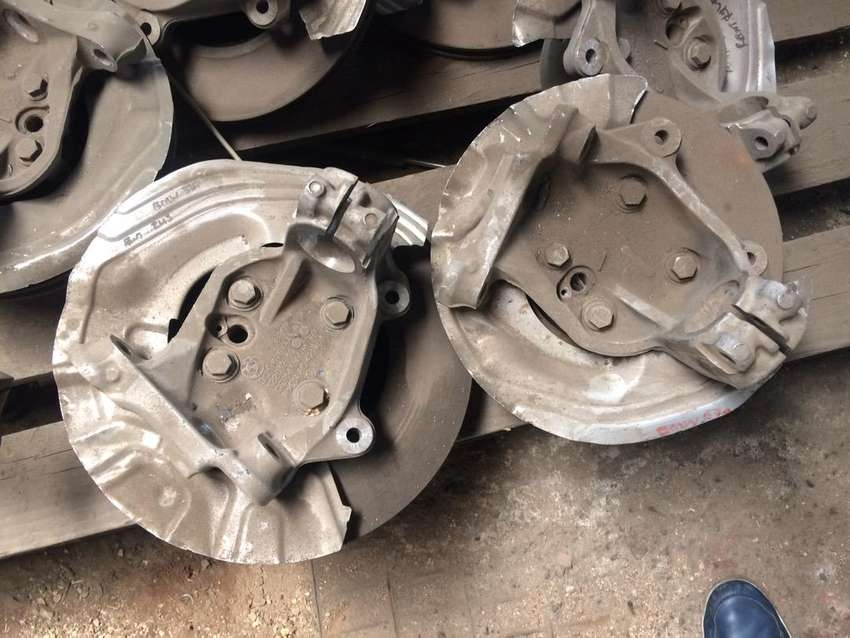 BMW E90 325i front hubs for sale 0