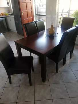 argo dining table